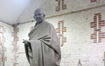 mahatma-gandhi-statue-london