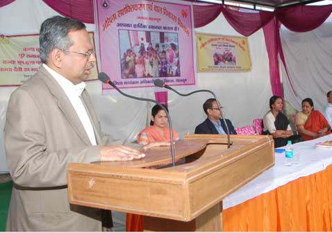 The-Chief-Secretary-N.-Ravi-Shankar-launched-the-Weight-and-Nutrition-Day-at-Anganwadi-center-Dakra-on-Sunday.