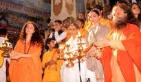 deepika-padukone-rishikesh-ganga-aarti