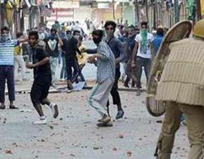 police-student-clash-kashmir