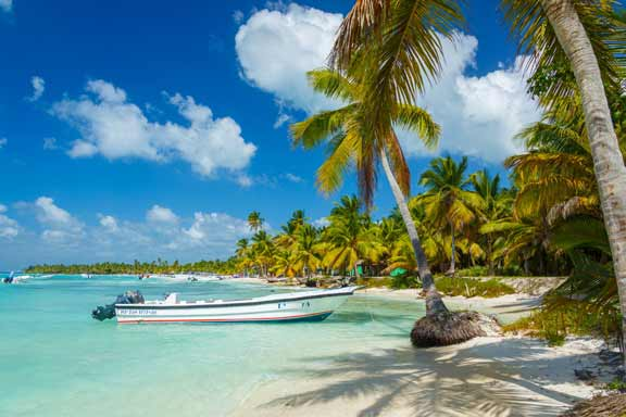 boat-in-caribbean-islands
